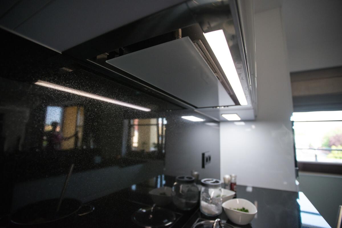 https://www.klimaty-mebli.pl/wp-content/uploads/2019/11/klimaty-mebli-swidnica-kuchnie-na-wymiar-glamour-17.jpg